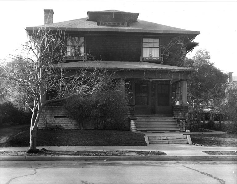 Exterior photo of the house at 367 Addison Avenue that would become the first home for Hewlett-Packard, taken in 1939.