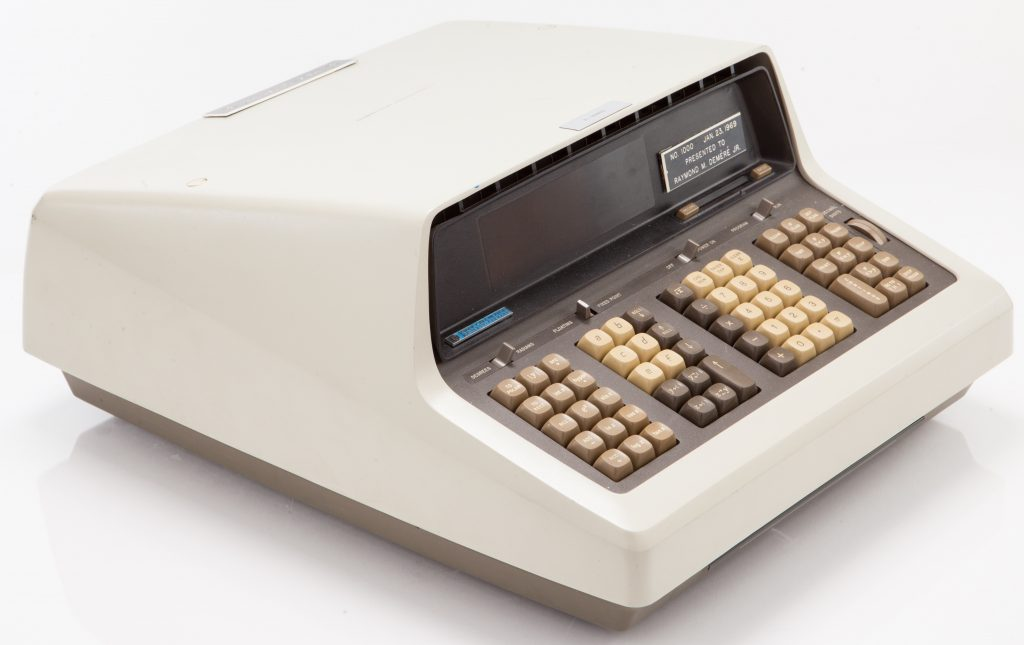 The HP 9100A programmable desktop calculator (left/front view).
