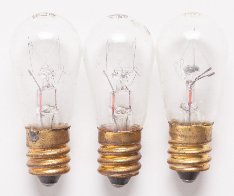 Three lightbulbs like the ones that Bill Hewlett may have used as a variable resistor.