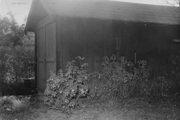 Exterior photo of the garage at 367 Addison Avenue taken in 1939.
