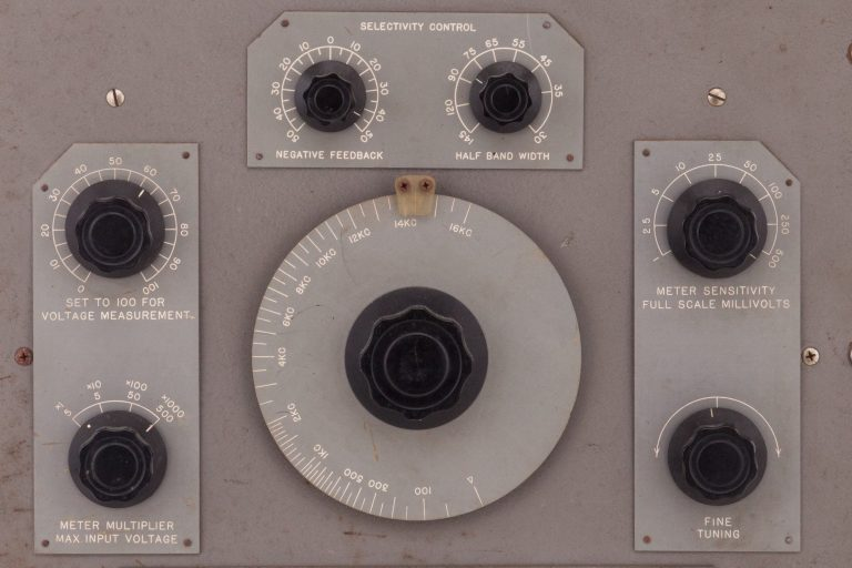 The front face of the HP 300A harmonic wave analyzer.