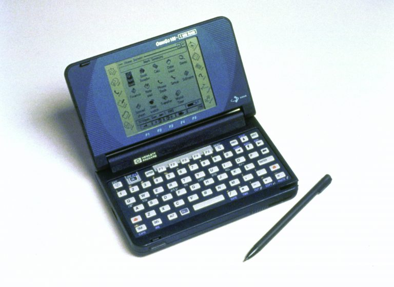 Photo of the OmniGo 100 and stylus, Hewlett-Packard's first PDA with a graphical user interface.