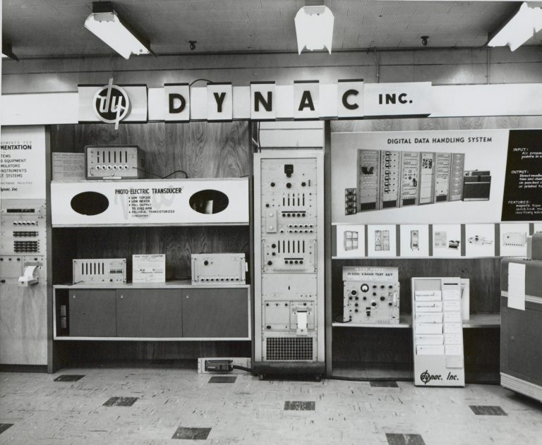 Photo of a Dynac display featuring the lowercase hp logo turned upside down (becoming dy).