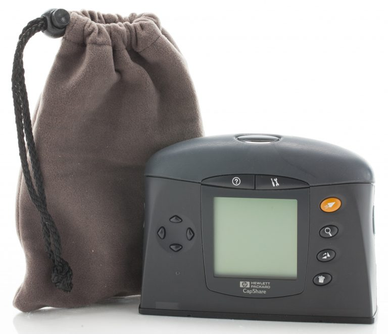 The HP CapShare 910 scanner and carrying bag.
