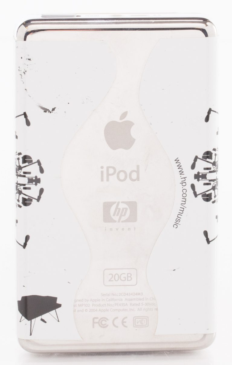 The back of an iPod featuring HP and Apple branding.