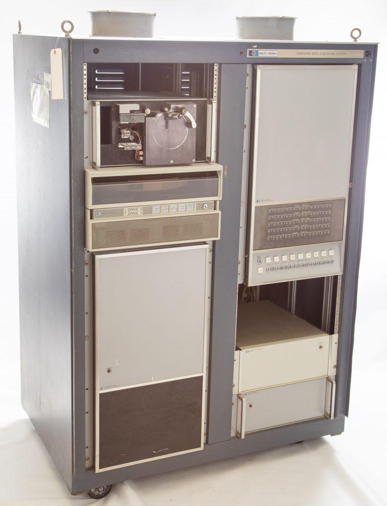 Photo of the HP 2116A, Hewlett-Packard's first computer.