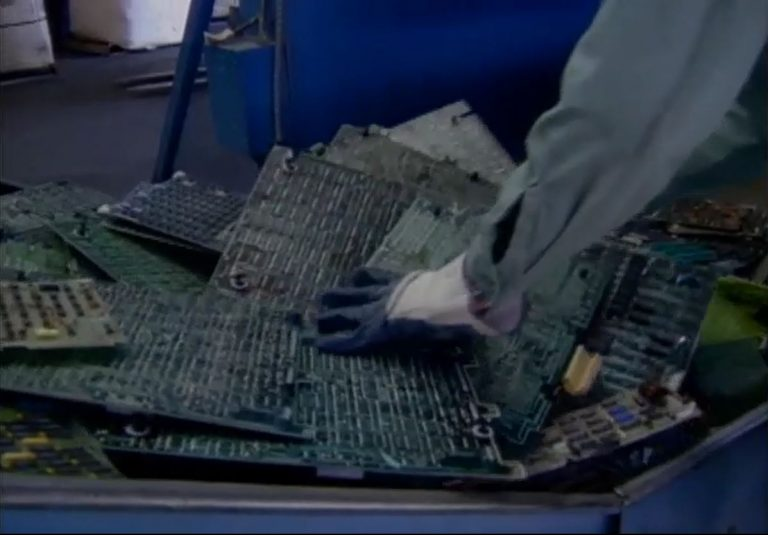 A video showing how HP reclaims precious metals for old products.