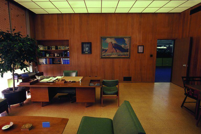 Photo of Bill Hewlett's preserved office taken in 2000.