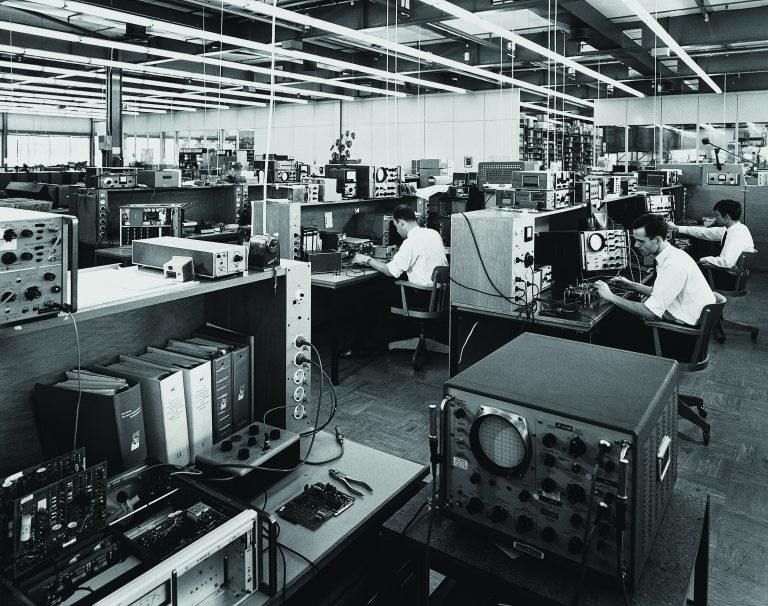 Hewlett-Packard production facility in Germany with open spaces and individual workstations.