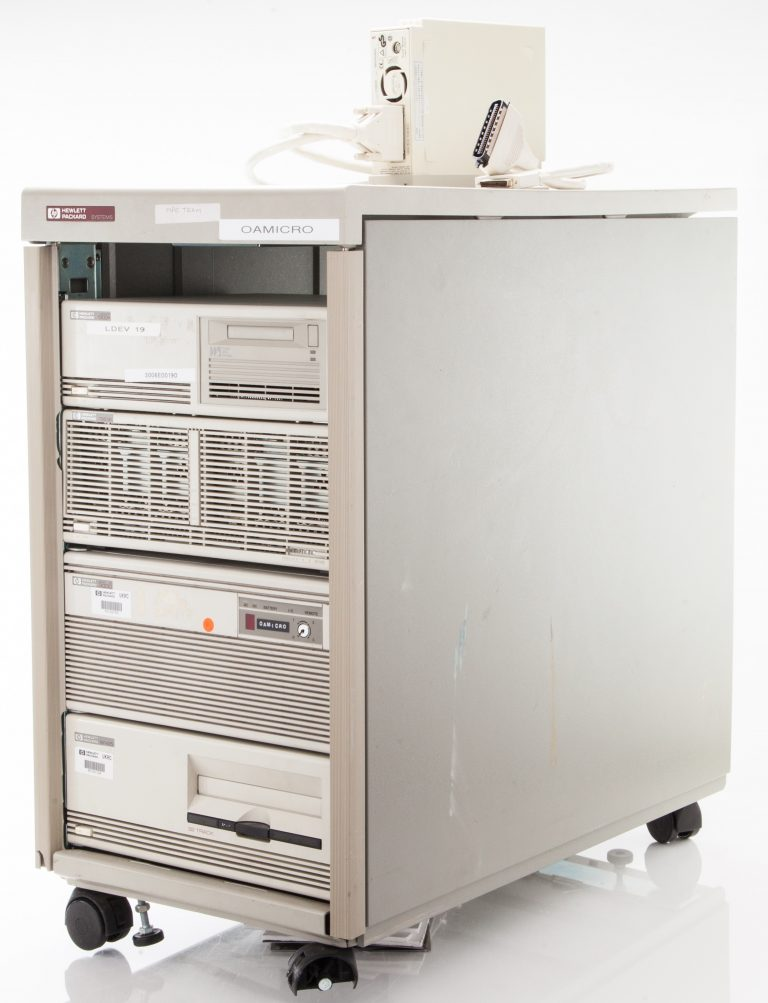 HP system with 9145 tape drive, 3000 Micro XE, 7963B disk drive, 6400 model 1300 tape drive & A2657A Interface Drive.