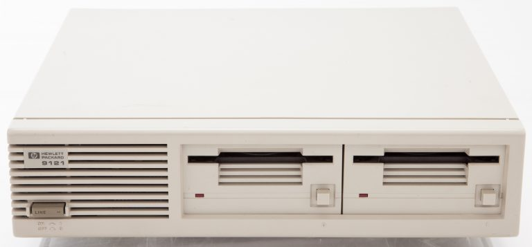 Front of the HP 9121 3.5-inch floppy disk drive.