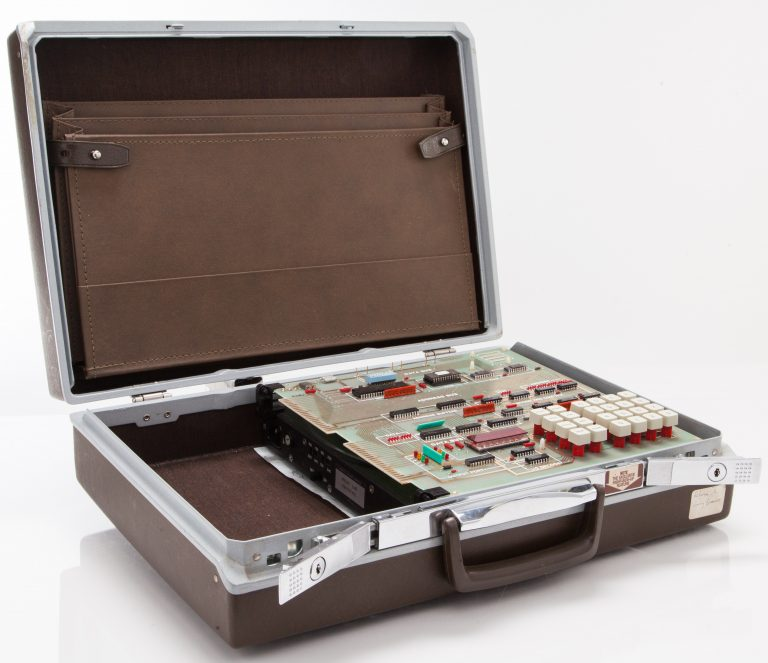 The HP 5036A Micro Lab in its case (open).