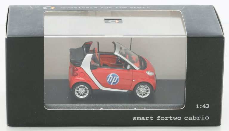 A 1:43 replica of the Smart Fortwo Cabrio with the HP logo on the door.
