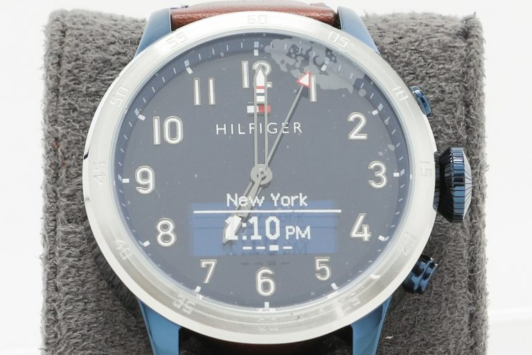 Photo of the Tommy Hilfiger hybrid watch produced in collaboration with Hewlett-Packard.