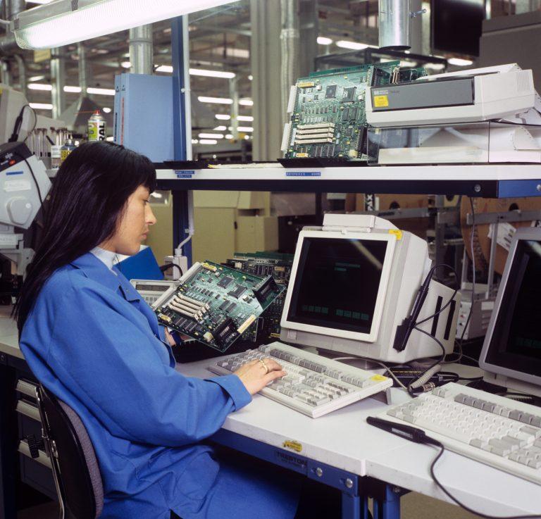 Woman working at a workstation in Hewlett-Packard's Bergamo Hardcopy Operation in 1995.