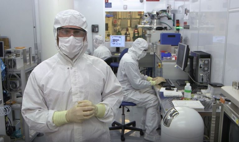 A video on the HP Labs clean room in Palo Alto used for semiconductor research..