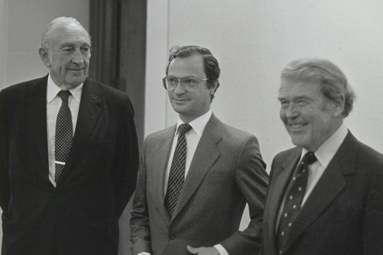 Photo of Dave Packard (left), Bill Hewlett (right) and Swedish King Carl XVI (center) taken in 1984.