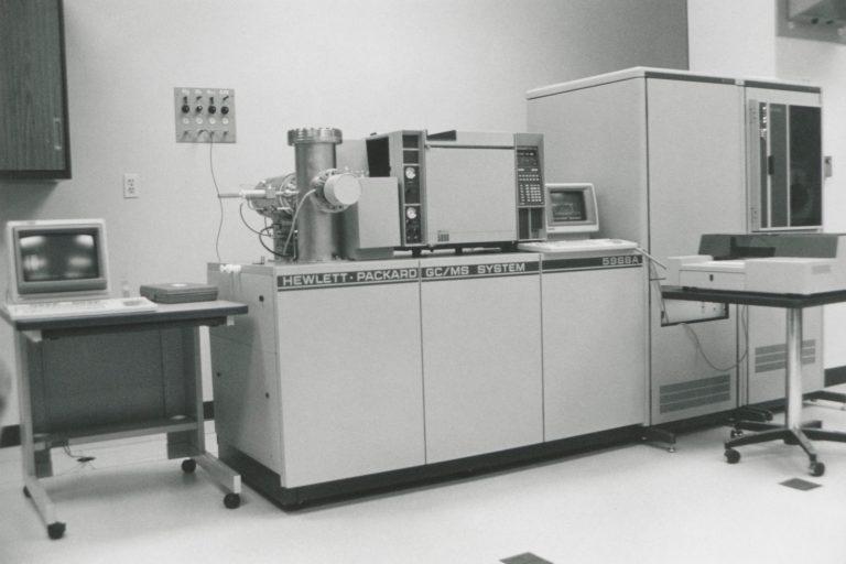 Photo of the Hewlett-Packard 5988A gas chromatograph / mass spectrometer system.