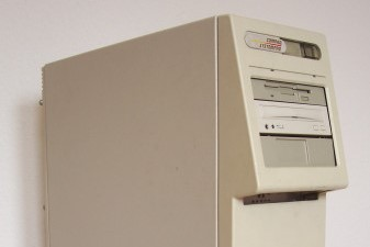 Photo of the Compaq SystemPro server from 1989.