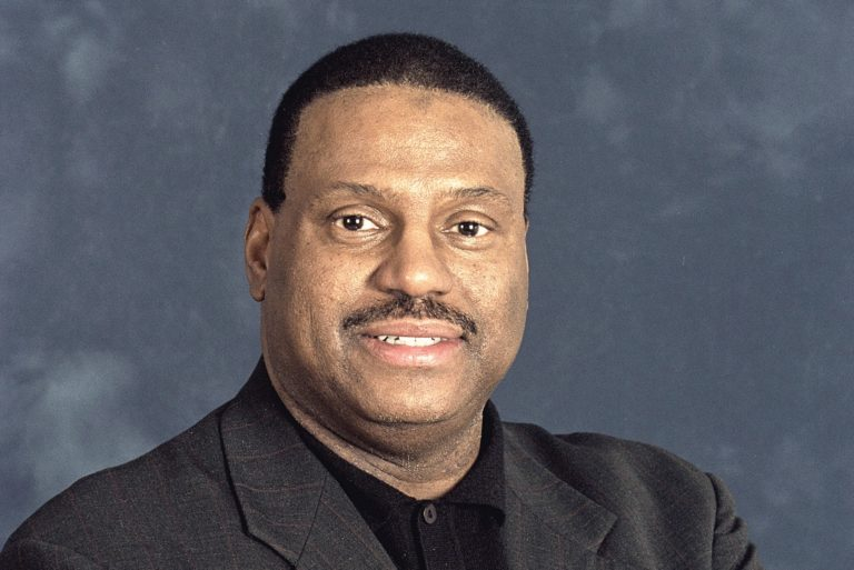 Photo of Robert E. Bob Knowling taken in 2002.